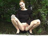 Peeing outdoor pussy
