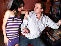 Tim is playing the slot machines and he is very lucky: The scores go higher by the minute! That doesn't go unnoticed by Ariana, our local golddigger. With dollar signs in her eyes she starts to make out with Tim who is a willing victim...