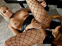 Blonde lesbian gets her ass filled up